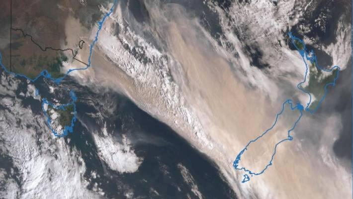 Smoke_cloud_over_New_Zealand,_1_January_2020