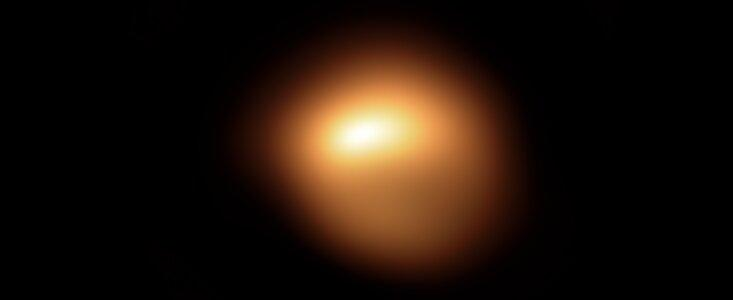 Using ESO's Very Large Telescope (VLT), astronomers have captured the unprecedented dimming of Betelgeuse, a red supergiant star in the constellation of Orion. The stunning new images of the star's surface show not only the fading red supergiant but also how its apparent shape is changing. (Image: ESO)