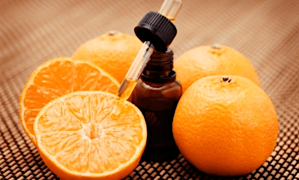 Sweet orange essential oil will give your perfume an earthy, sensual smell. (Image: Screenshot / YouTube)