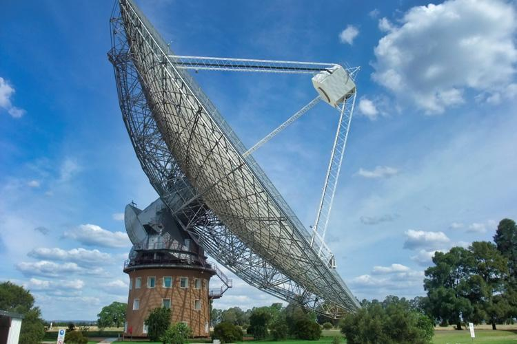 Australia's Parkes radio telescope, 210 feet in diameter, conducted the most comprehensive survey yet of radio emissions from the Milky Way galaxy in search of technosignatures from advanced civilizations around other stars. (Photo courtesy of CSIRO)