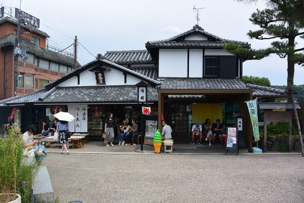 Tsuen Tea in Uji, Kyoto, was built in 1672. (Image: Miya.m via wikimedia > CC BY-SA 4.0)