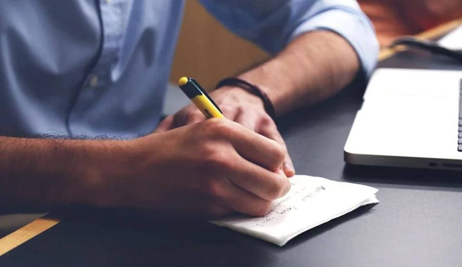 Take notes by hand rather than using a laptop. (Image: pixabay / CC0 1.0)