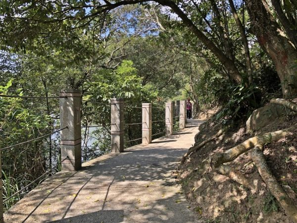 The Surrounding Lake Footpath at the Lover's Lake Park. (Image: Billy Shyu / Vision Times)