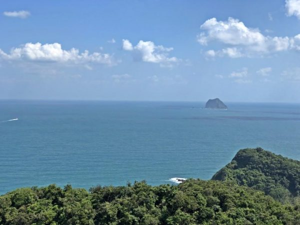 Visitors can take in the beautiful view of the Pacific Ocean andl the Keelung Islet from the Dawulun Fort. (Image: Billy Shyu / Vision Times)