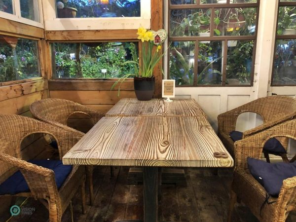 Muhezi Yaokao Pizza Cafe has a cozy ambiance and is very comfy. (Image: Billy Shyu / Vision Times)