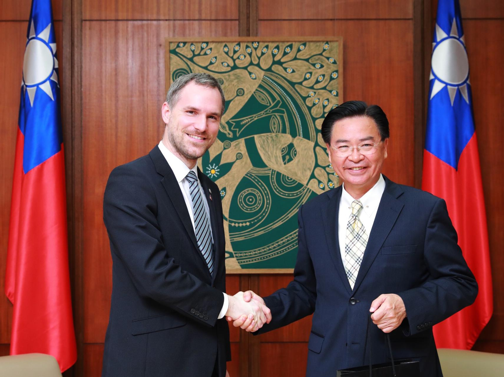 Prague Mayor Zdeněk Hřib and Minister of Foreign Affairs of Taiwan Joseph Wu in April 2019. (Image: flickr / CC0 1.0)
