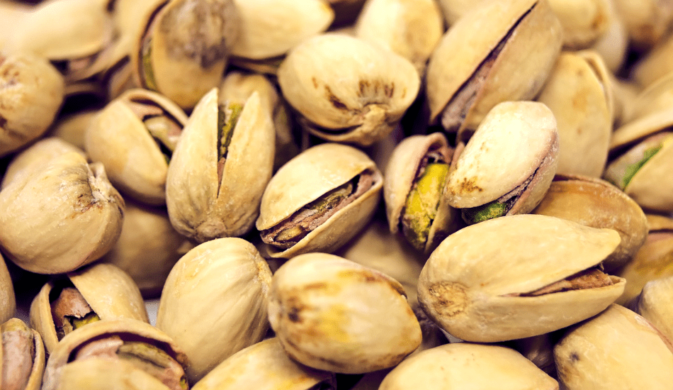 Grind the shelled pistachios and combine with dry ingredients. (Image via pixabay / CC0 1.0)
