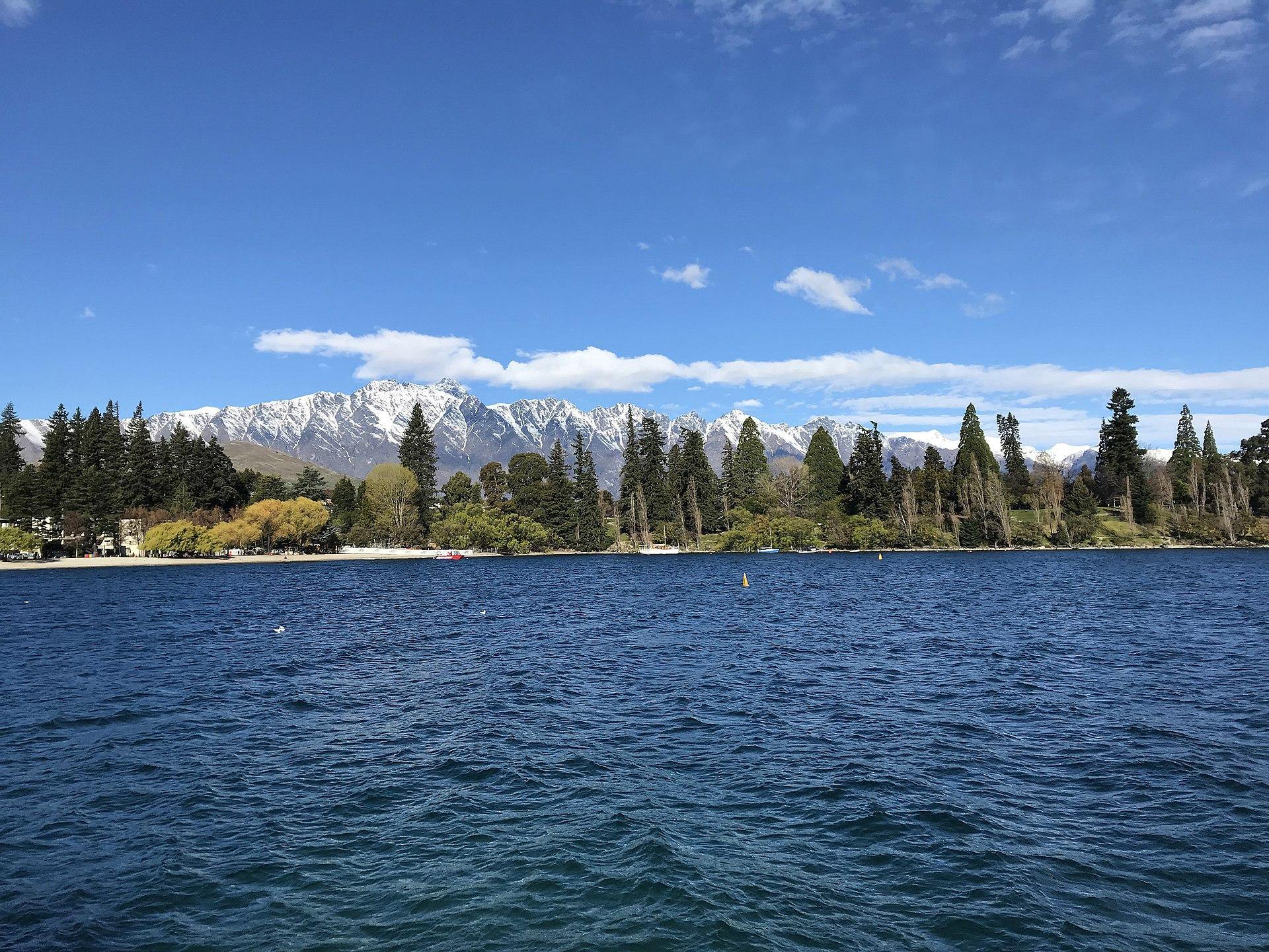 Lake Wakatipu and Remarkable Mountains, Queenstown. (Image: Coekon via wikimedia CC BY-SA 4.0)