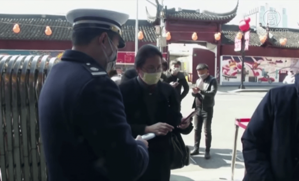 A police officer at a checkpoint in Harbin, northeastern China. (Image: YouTube/Screenshot)