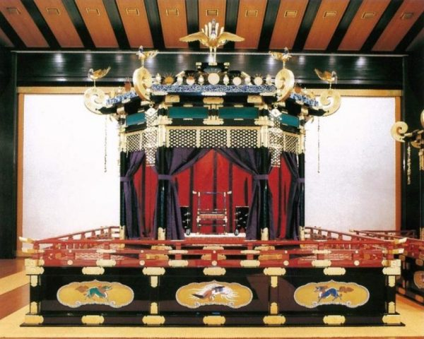 The Takamikura throne kept in the Kyoto Imperial Palace is used for accession ceremonies. It was used for the enthronement of Emperor Naruhito in 2019. (Image: via wikimedia CC BY 4.0)