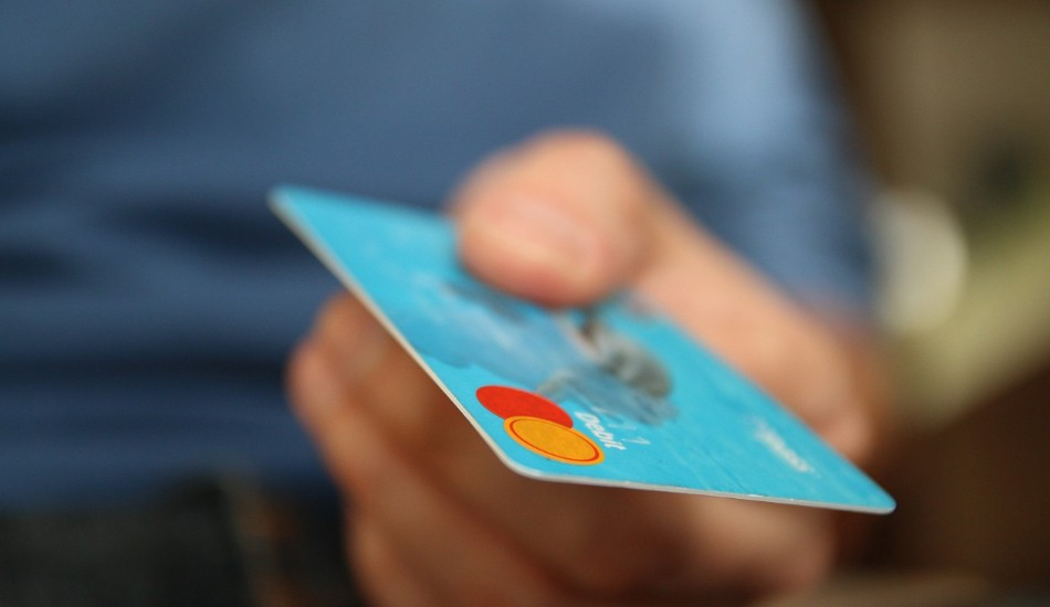 Prioritize eliminating high-interest rate debt like credit cards and so on. (Image: pixabay / CC0 1.0)