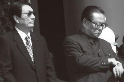 Former CCP general secretary Jiang Zemin (R) and Chinese premier Zhu Rongji. (Image: NTDTV)