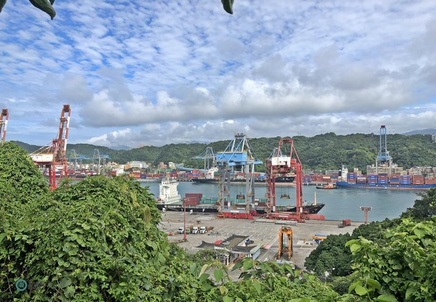 The small park above the Fairy Cave is good spot to overview the Keelung Harbor. (Image: Billy Shyu / Vision Times)