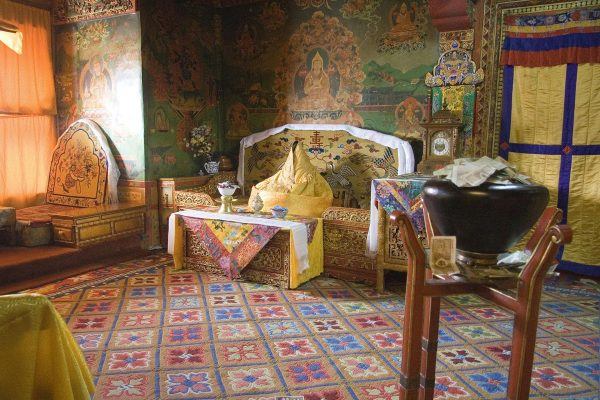 The former quarters of the Dalai Lama. The figure in the throne represents Tenzin Gyatso, the incumbent Dalai Lama. (Image: Luca Galuzzi via Wikimedia CC BY-SA 2.5)