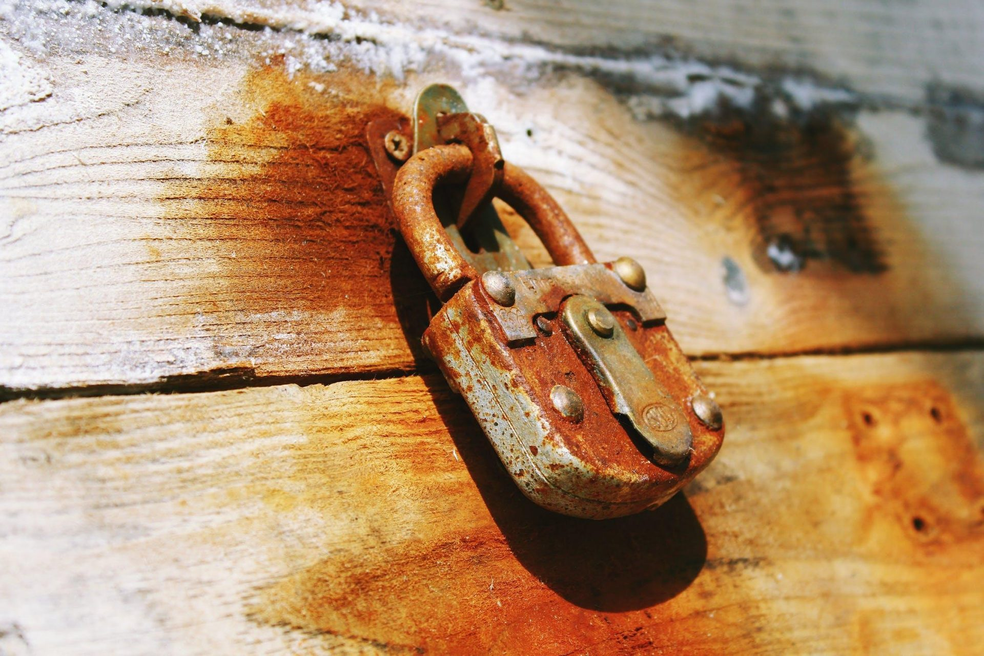 The master locksmith prepared two safes and placed each of them in two different rooms. (Image: Pexels / CC0 1.0)