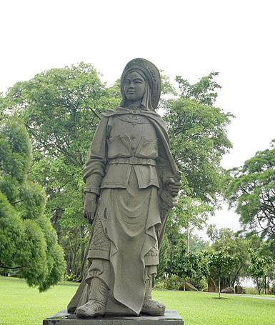 Hua Mulan statue.