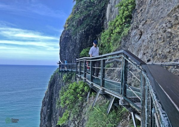 The Fengbin Skywalk iis built on the cliffs 50 meters above sea level.(Image: Billy Shyu / Vision Times)