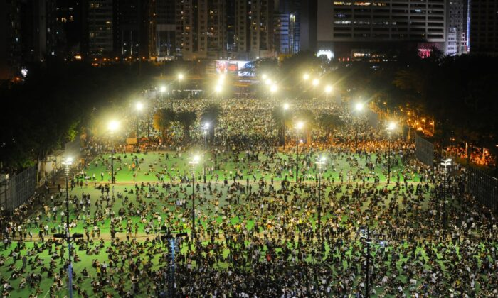Hongkongers arrive for a candlelight vigil to commemorate the Tiananmen Square Massacre, in Victoria Park, Hong Kong, on June 4, 2020. (Image: Song Bilung/The Epoch Times)