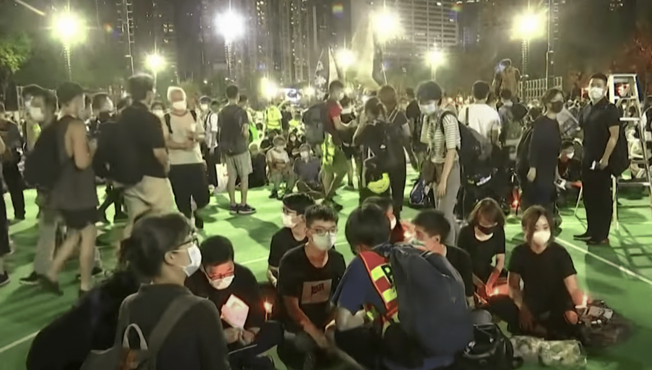 On the night of June 4 during the candlelight vigil, a handful of policemen mingled among the crowd as civilians. They did not intervene. (Image: YouTube/Screenshot)