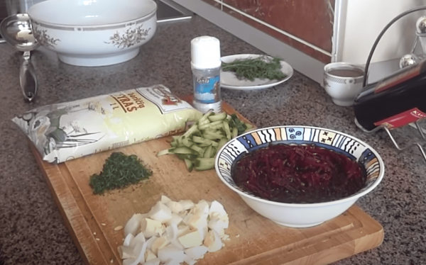 To prepare Lithuanian cold beet soup, you will need the following – 1 pound of peeled red beets, 4 cups of buttermilk, 1 cup sour cream, 2 medium cucumbers cut into ½ inch pieces, 2 hard-cooked eggs, 2 green onions, ¼ teaspoon salt, some pepper to taste, and fresh chopped dill for garnish. (Image: YouTube/Screenshot)