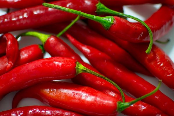 Only fresh chilies are used for making Sriracha. (Image: Pixabay / CC0 1.0)