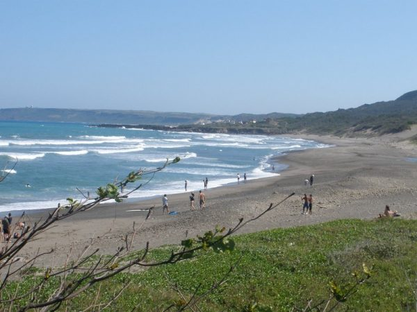 The Gangkou Beach (港口海灘) is a great surfing spot at Jialeshuei Scenic Area. (Image: Taiwanmag via Wikipedia CC BY 3.0)