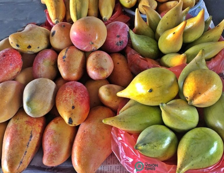 There are many other different types of fruits sold at the Yujing Mango Wholesale Market. (Image: Billy Shyu / Nspirement)