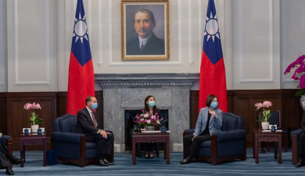 "Alex Azar (left) meets with President Tsai Ing-Wen (right) during his visit to Taiwan. (Image: <a href=""https://www.flickr.com/photos/presidentialoffice/50208933116/"">總統府</a> via <a href=""https://www.flickr.com/photos/presidentialoffice/""> flickr</a> <a href="" https://creativecommons.org/licenses/by/2.0/ ""> CC BY 2.0 </a>)"