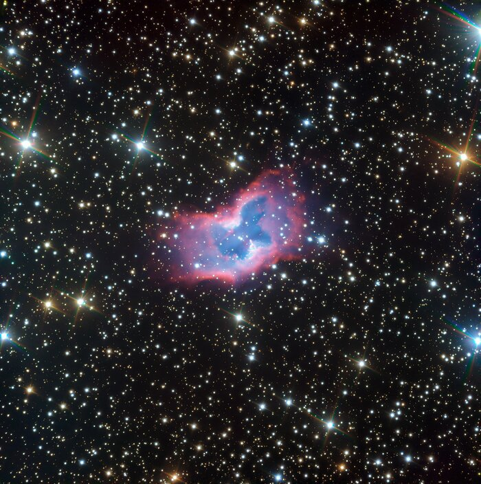 This highly detailed image of the fantastic NGC 2899 planetary nebula was captured using the FORS instrument on ESO's Very Large Telescope in northern Chile. This object has never before been imaged in such striking detail, with even the faint outer edges of the planetary nebula glowing over the background stars.