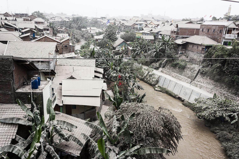 Ash covers rooftops in Yogyakarta, Indonesia, in the wake of the 2014 eruption of Mount Kelut.  (Credits: CC photo via Wikimedia Commons; NASA/Dryden/Carla Thomas)