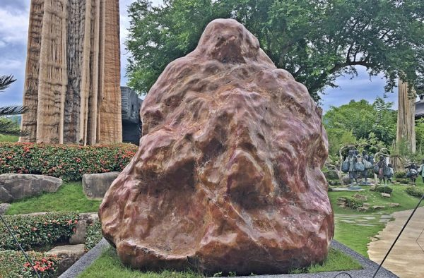 An intriguing ancient rock at the garden of Dazhishan Xuankong Temple. (Image: Julia Fu / Vision Times)