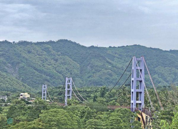 The Yongsing Suspension Bridge near Dazhishan Xuankong Temple. (Image: Billy Shyu / Vision Times)
