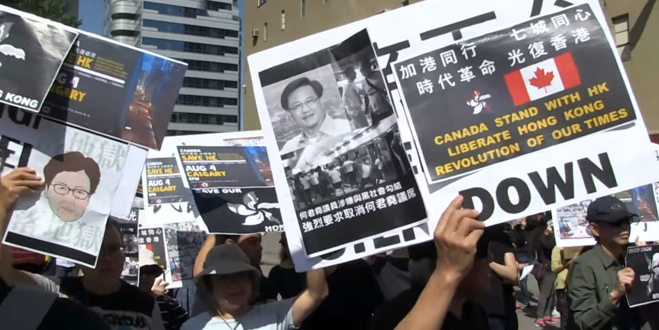 Canadians hold a rally to support Hong Kong.