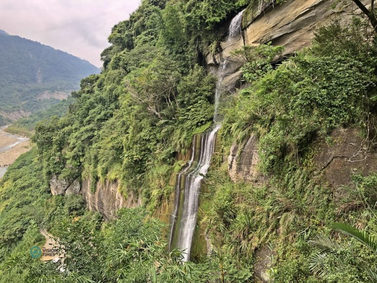 The Shuiliandong Waterfall along the Caoling historic trail.