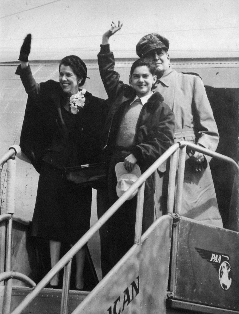 Douglas MacArthur (rear), Jean MacArthur, and son Arthur MacArthur IV returning to the Philippines for a visit in 1950.