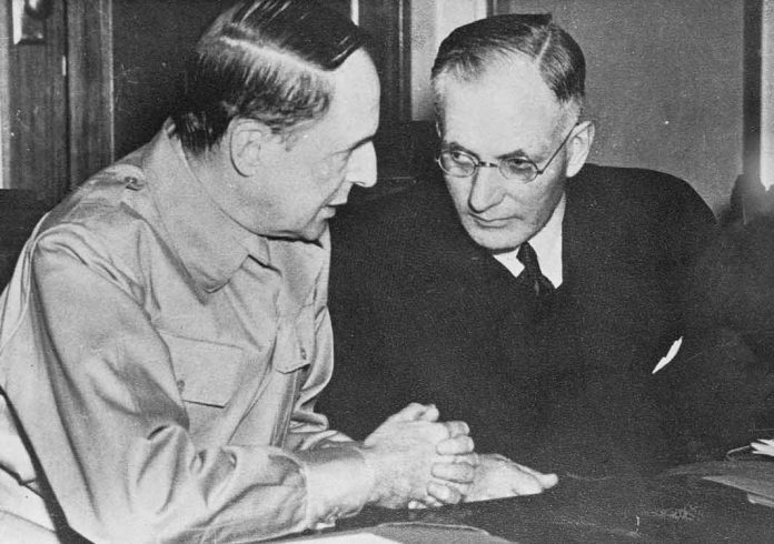 Australian Prime Minister John Curtin (right) confers with Douglas MacArthur.
