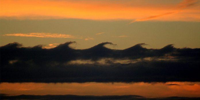 Kelvin-Helmholtz wave clouds
