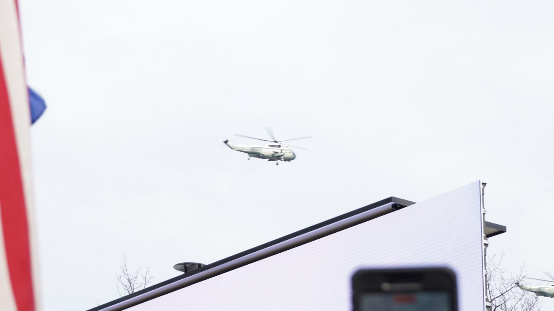 Trump's Marine One fly over crowd