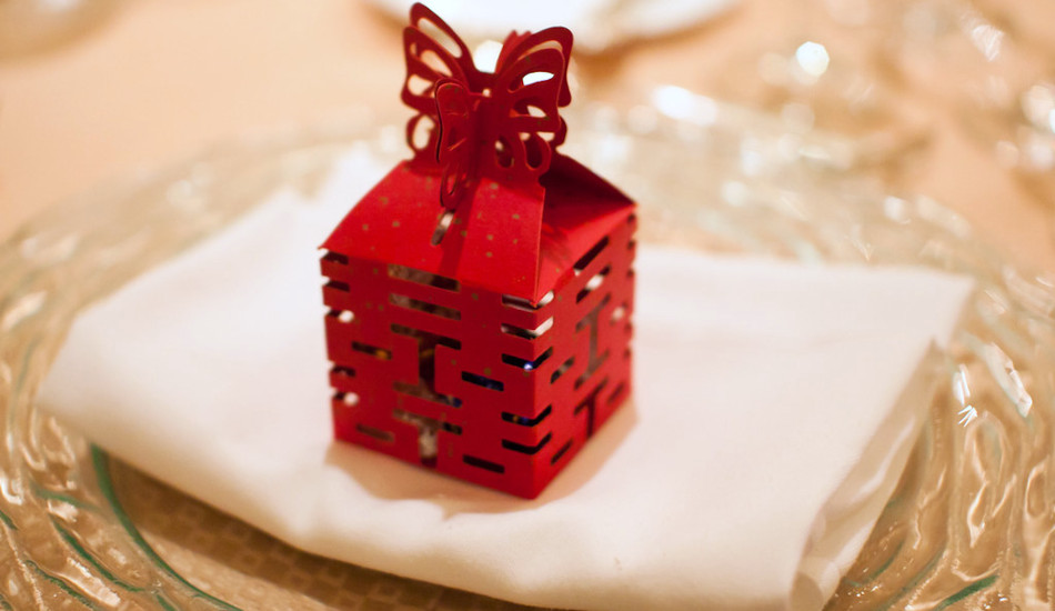 """A box for wedding favors with the Chinese characters for """"double happiness."""""""