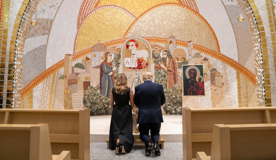 President Trump praying together with his wife at the Saint John Paul II National Shrine.