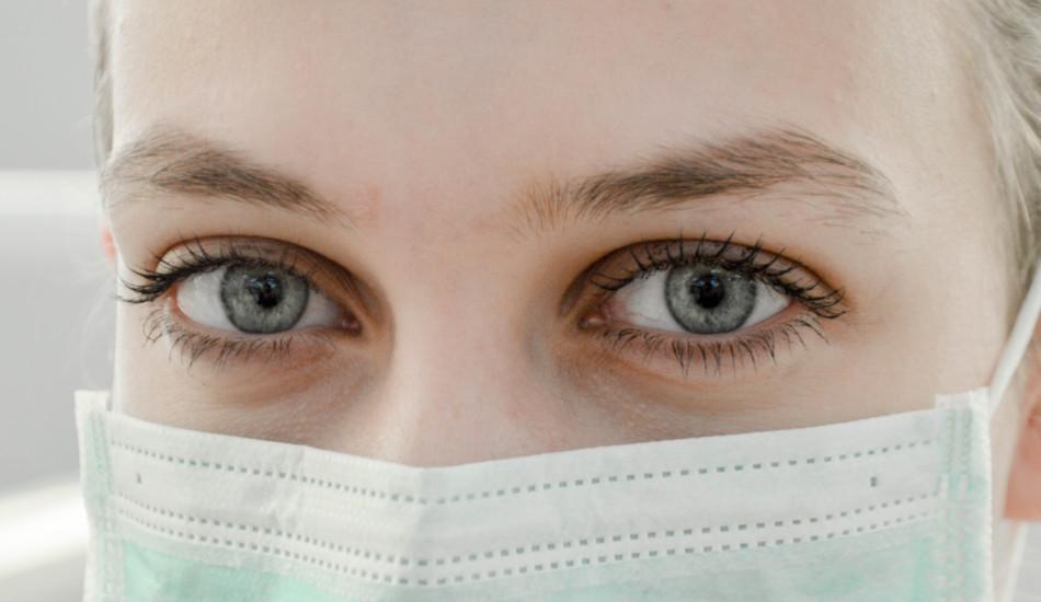 Woman wearing a face mask.