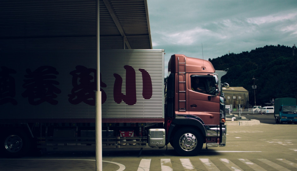 A semi truck and trailer with Chinese writing.