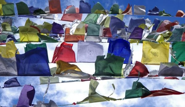 This image has an empty alt attribute; its file name is Tibetan_flags_-600x347.jpg