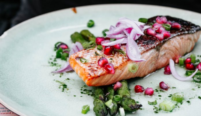 Grilled salmon with asparagus.