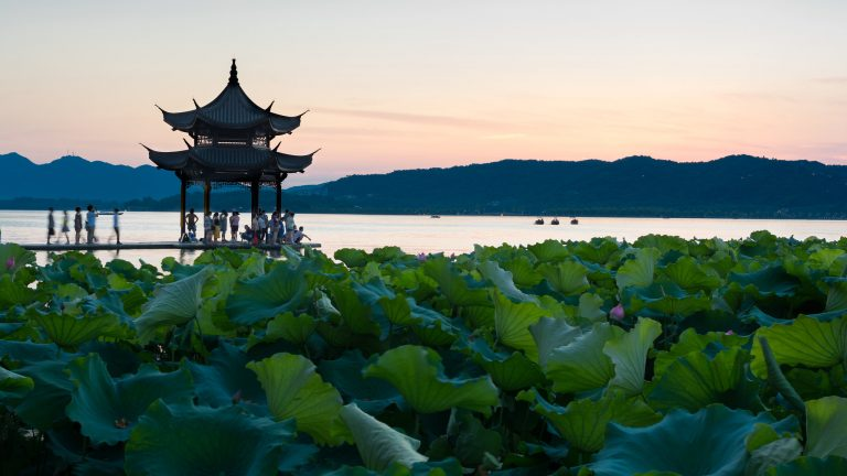 Su Shi restored and improved on the infrastructure around the West Lake (Xi Hu), bringing prosperity to the people of Hangzhou.