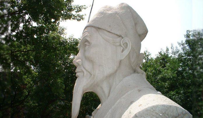 A statue of Li Shizhen at Peking University Health Science Center.