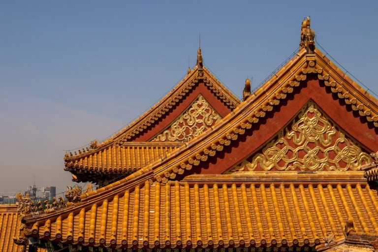 Forbidden details of gold lining the roof ancient architecture