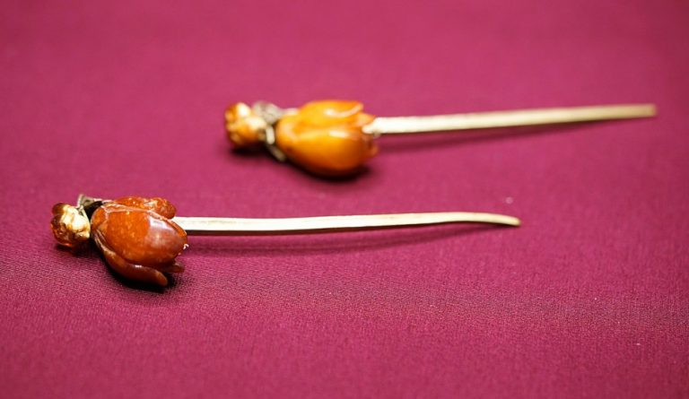 Golden Chinese hairpin with the head carved to look like a bergamot.