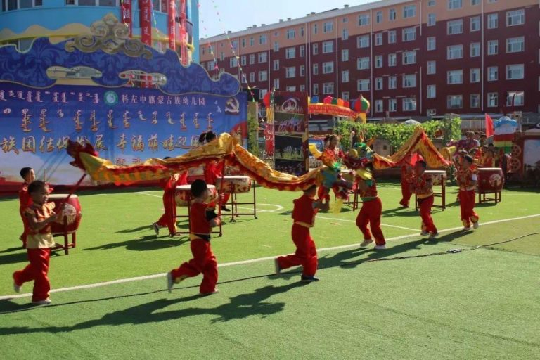 Mongolian-kindergarteners-learn-Chinese-dragon-dance