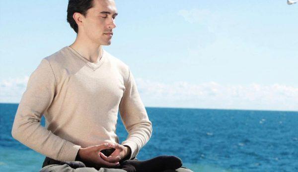Man meditating Falun Dafa(Image: en.mighui.org)